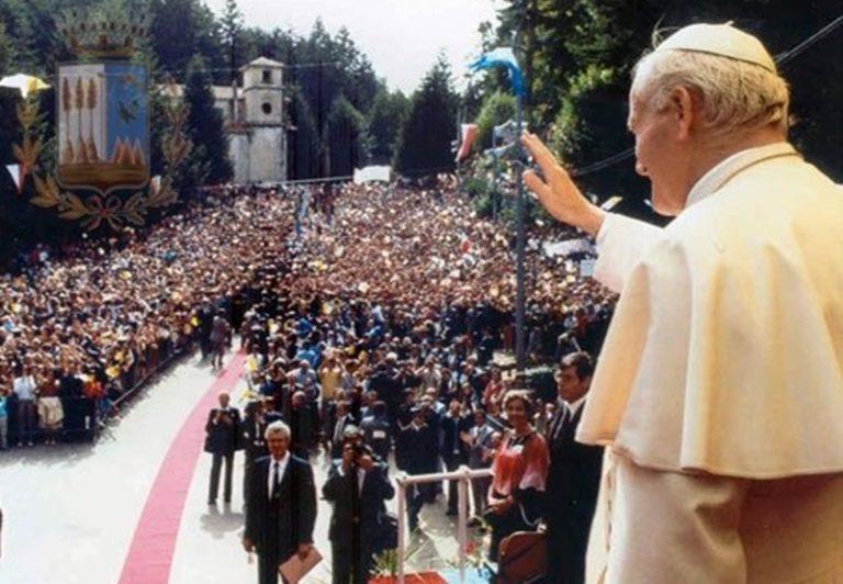 La pantofola del Papa rubata a Serra e restituita a Wojtyla nove secoli dopo