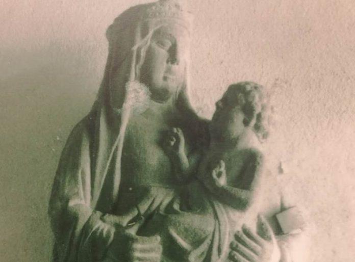 La statua della Vergine con il Bambino