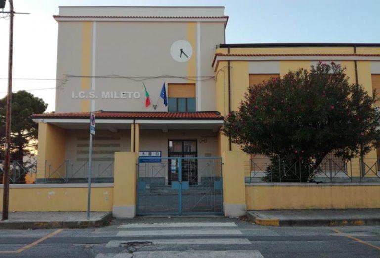Covid, a Mileto lunedì scuole chiuse e tamponi per docenti e personale Ata