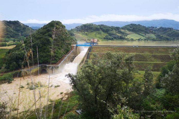 Il lago Angitola oltre i livelli di guardia