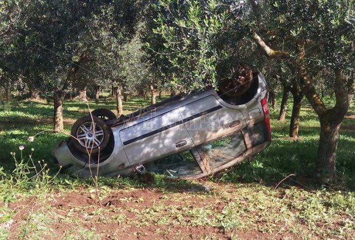 L'auto che si è ribaltata a Vena di Ionadi