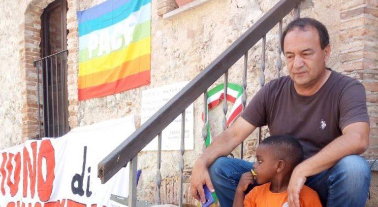 Arresto di Mimmo Lucano, da Vibo oltre cento manifestanti diretti a Riace