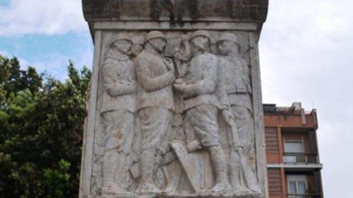 Il monumento ai caduti a Vibo