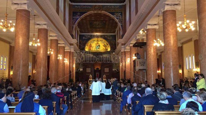 La basilica-cattedrale di Mileto gremita per l'ordinazione