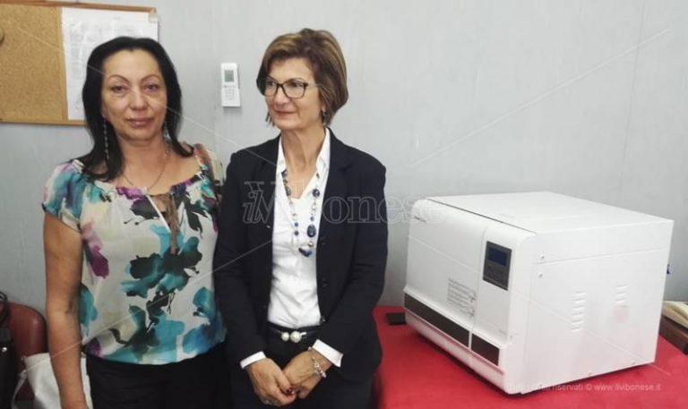 Tropea, l'Aned dona un nuovo macchinario al reparto Dialisi
