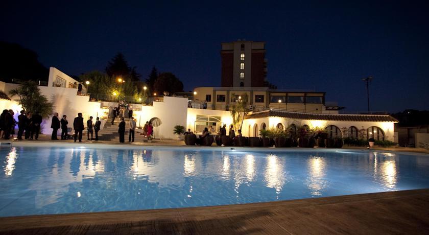 La piscina del 501 Hotel a Vibo