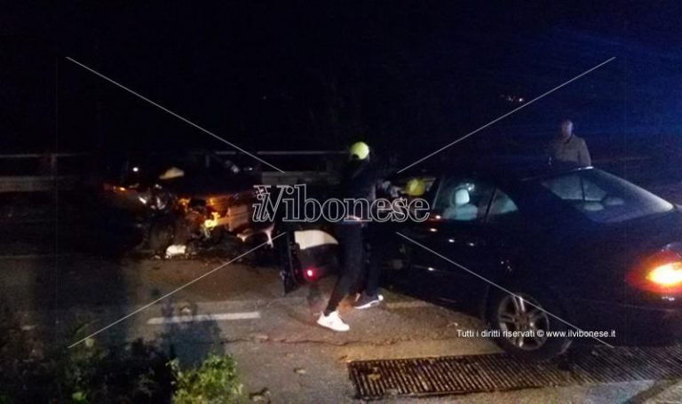 Incidente stradale a Pizzo, scontro fra due auto, feriti i conducenti