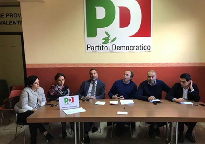 I sei consiglieri comunali di Vibo del Pd nella sede di via Argentaria