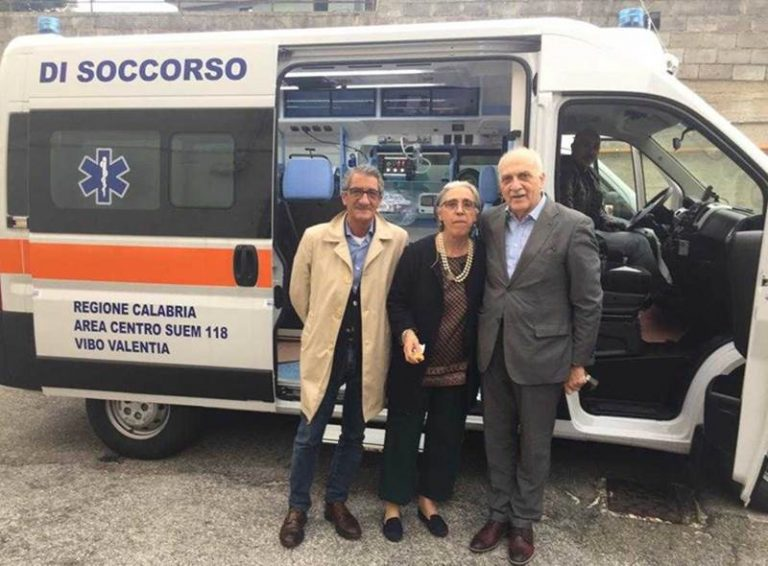 Due nuove ambulanze per l'Asp di Vibo Valentia