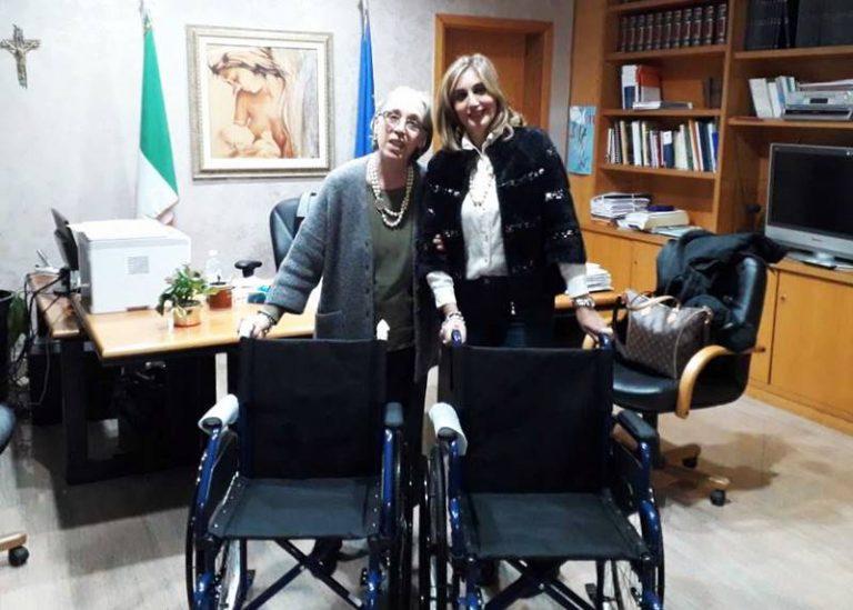 L'associazione Penelope dona due carrozzine al reparto Oncologia di Tropea