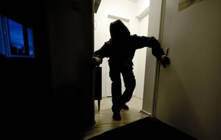 Escalation di furti in abitazione, anziani legati e derubati a Ionadi e San Costantino