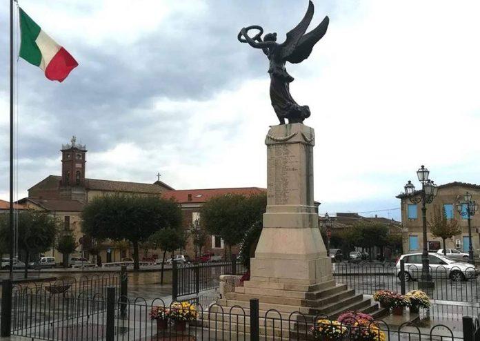 Il monumento ai caduti di Filadelfia