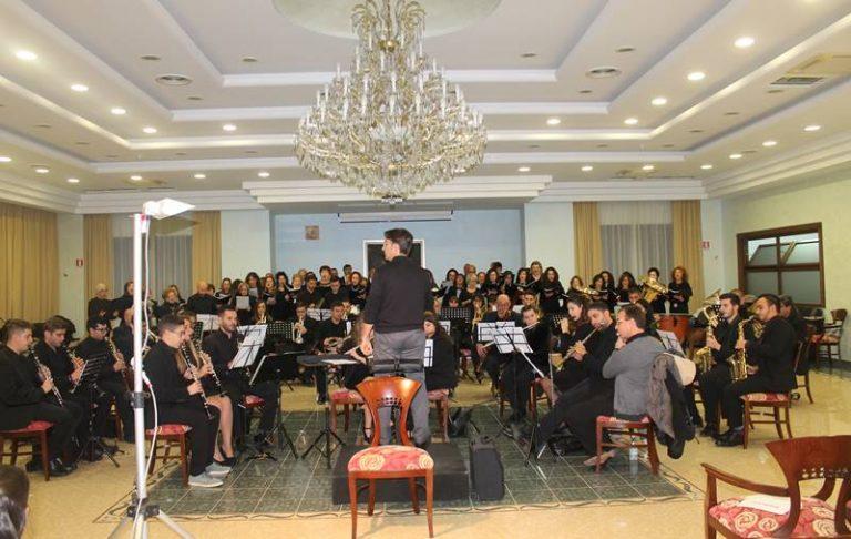 """Nicotera, applausi a scena aperta per l'esibizione dell'orchestra """"Tirrenium"""""""
