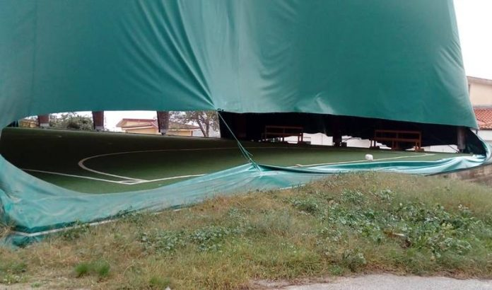 Le condizioni del campo coperto di Spilinga