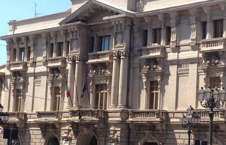 L'amministrazione di Serra San Bruno in piazza al fianco degli ex Lsu e Lpu