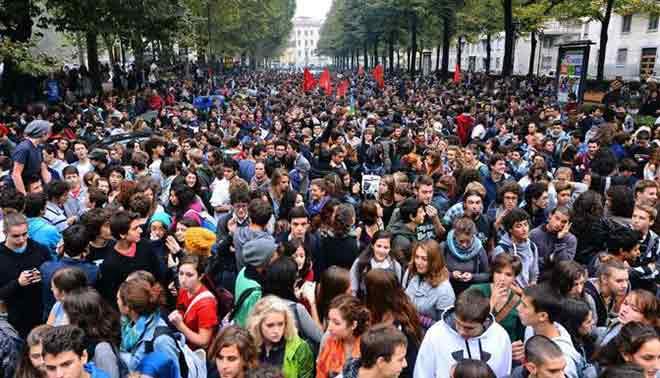Gli studenti vibonesi alla manifestazione nazionale contro i tagli alla scuola