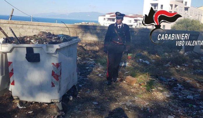 I carabinieri nell'isola ecologica a Pizzo