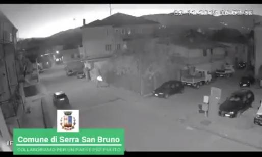 Serra San Bruno, ripresi mentre abbandonano rifiuti: il sindaco mette immagini su Facebook – Video