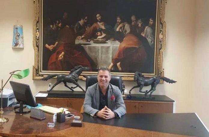 Solano nell'ufficio di presidenza della Provincia