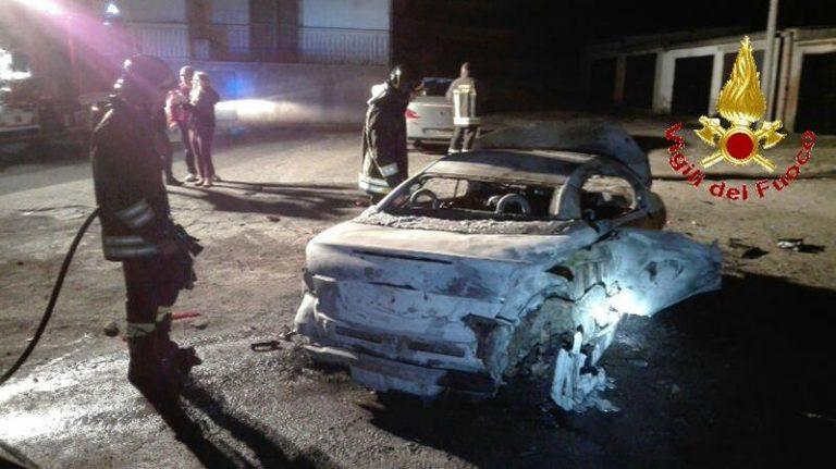 Auto distrutta dalle fiamme a Tropea, indagini