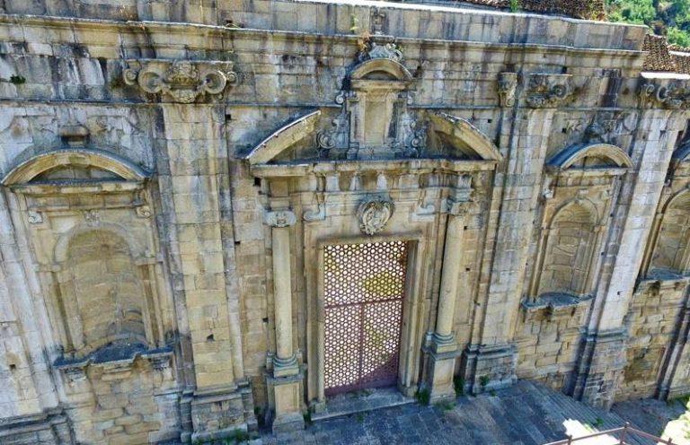 Soriano, mistero sul ritrovamento di un cadavere nel convento domenicano
