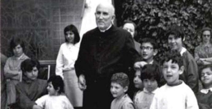 Don Mottola, i suoi resti in un nuovo sepolcro nella cattedrale di Tropea