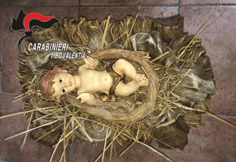 Sant'Onofrio, brucia il presepe e ruba la statua del Bambinello – Foto