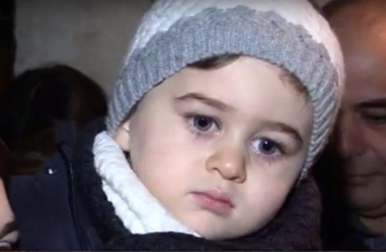 Il piccolo Manuel si risveglia dal coma e torna nella sua Curinga – Video