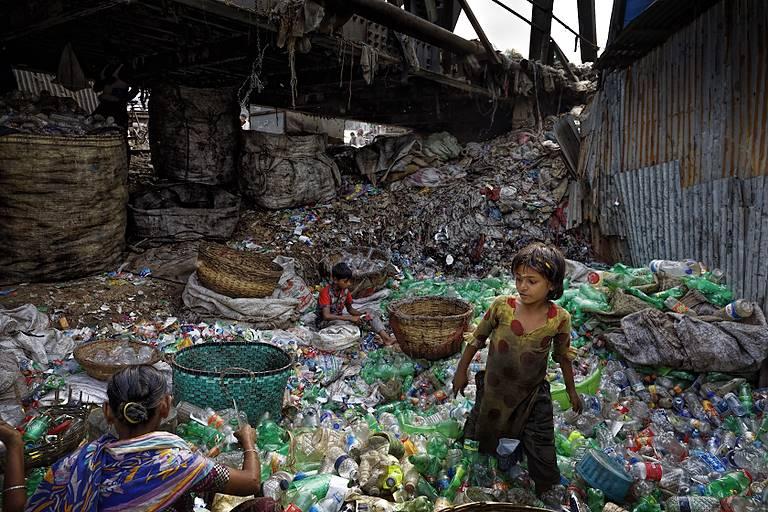"""""""Planet vs Plastic"""", a Vibo la prima nazionale della mostra sull'invasione della plastica"""