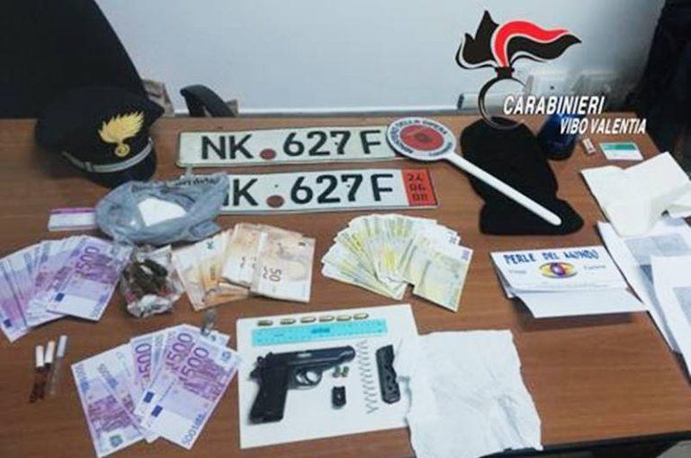 Butta la pistola sul tetto alla vista dei carabinieri, 46enne arrestato a Serra San Bruno