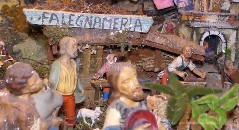 """Il presepe """"centenario"""" di Enzo e Teresa, inno alla tradizione e alla fede – Video"""