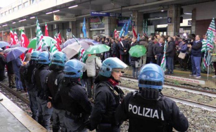 La protesta dei lavoratori a Lamezia Terme