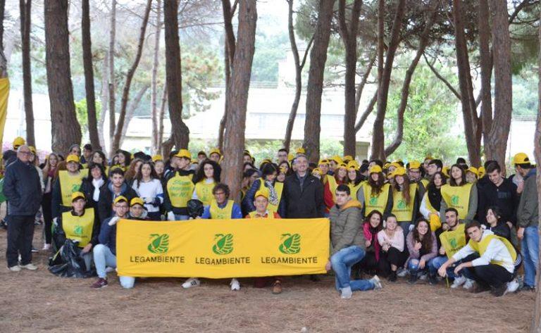 """""""Salviamo la pineta di Tropea"""", con Puliamo il mondo gli studenti ripuliscono l'area verde"""