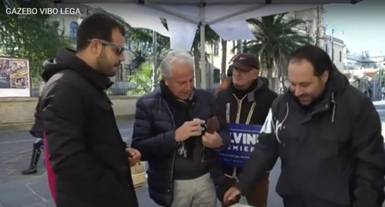 Raccolta firme della Lega a Vibo contro l'amministrazione Costa – Video