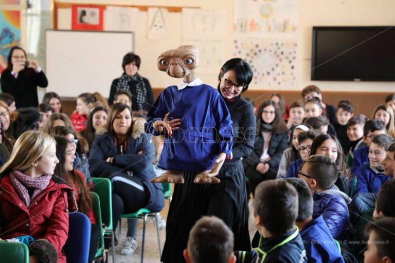 """Amicizia e diversità, la morale di ET spiegata agli alunni del """"Vespucci"""" di Vibo Marina – Video"""