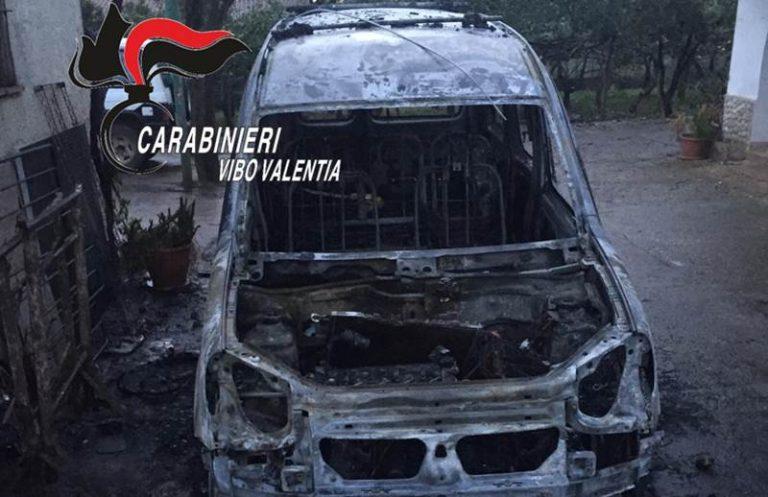 Evade dai domiciliari e incendia l'auto del padre, un arresto a Francica