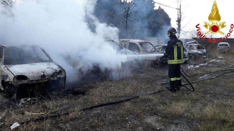 Autovetture distrutte dalle fiamme nel Vibonese, l'incendio è doloso