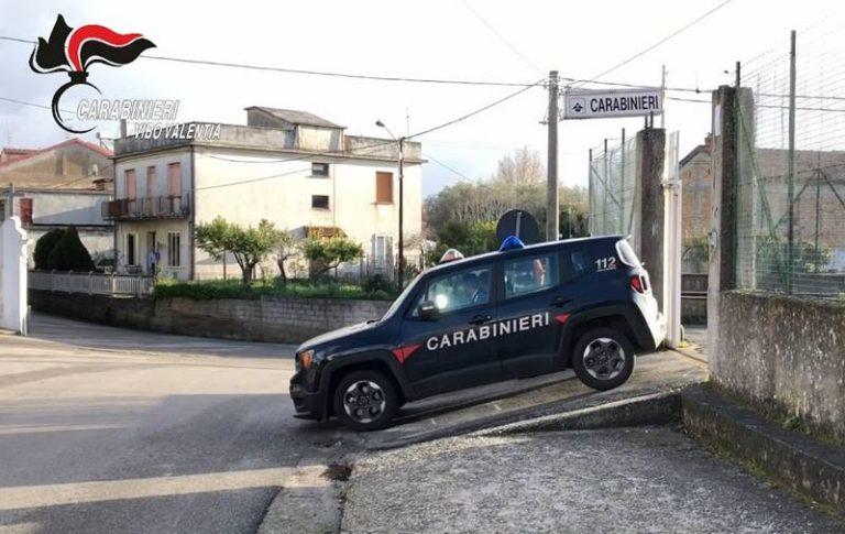 Aggredisce coppia e carabinieri ed evade dai domiciliari: 20enne arrestato due volte in 12 ore