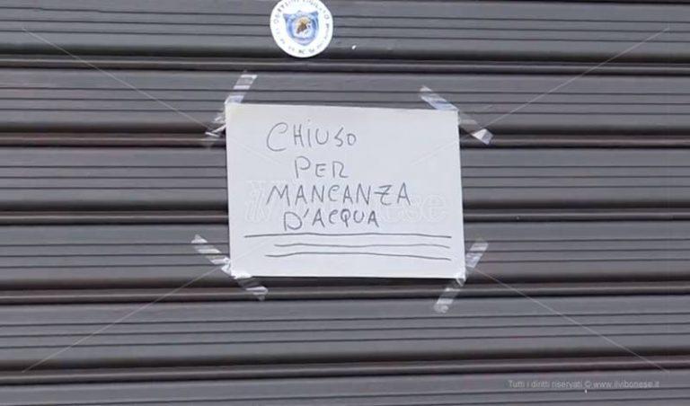La Befana senz'acqua a Vibo e la rabbia di commercianti e cittadini – Video