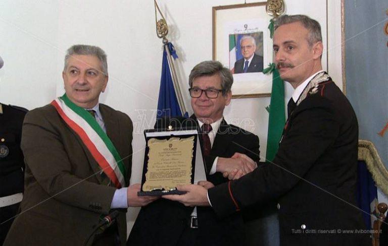 Salvò un giovane dal suicidio, a Mileto l'encomio al colonnello Romano – Video