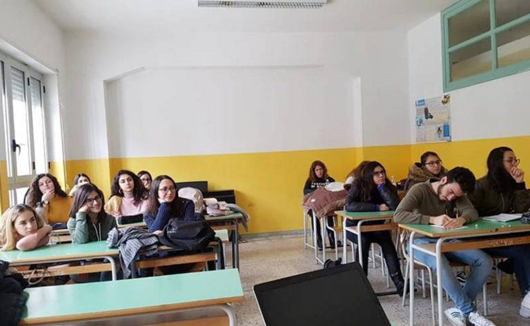 """L'Europa in classe al Liceo """"Vito Capialbi"""" di Vibo"""