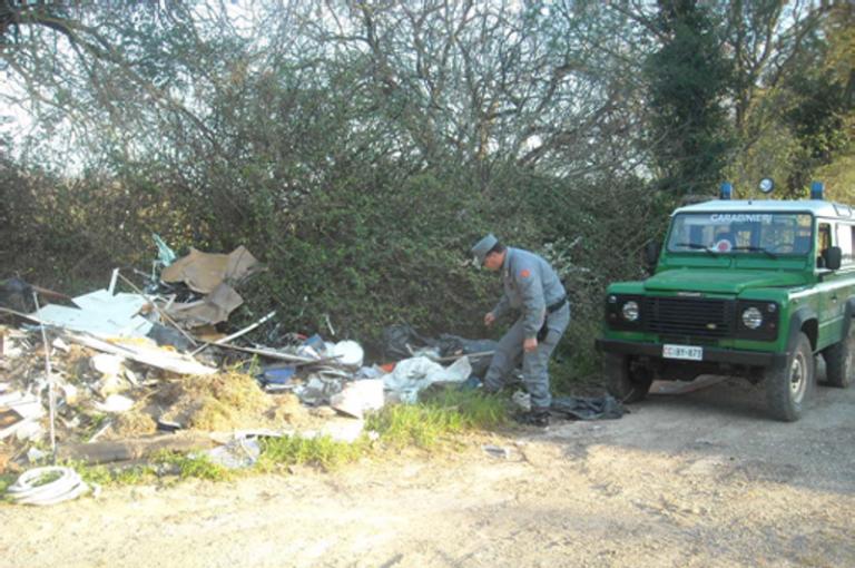 Rifiuti abbandonati nel Vibonese, sanzioni da parte dei carabinieri forestali