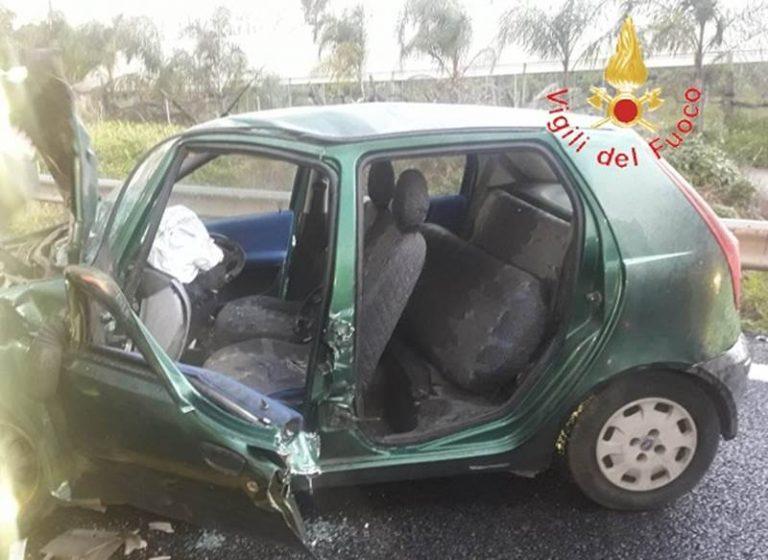 Incidente in autostrada vicino Pizzo, un ferito – Foto