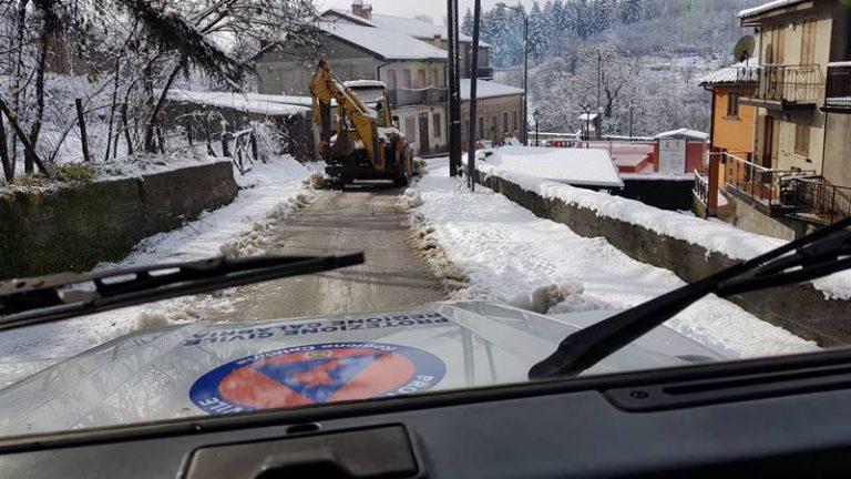 Le Serre vibonesi sommerse dalla neve, automobilisti soccorsi dalla Protezione civile – Foto