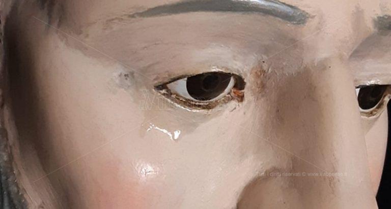 Mistero a Pannaconi, lacrime sul volto della statua di San Francesco – Foto/Video