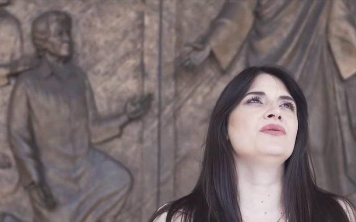 La cantante Dajana nel videoclip di Mauro Nigro