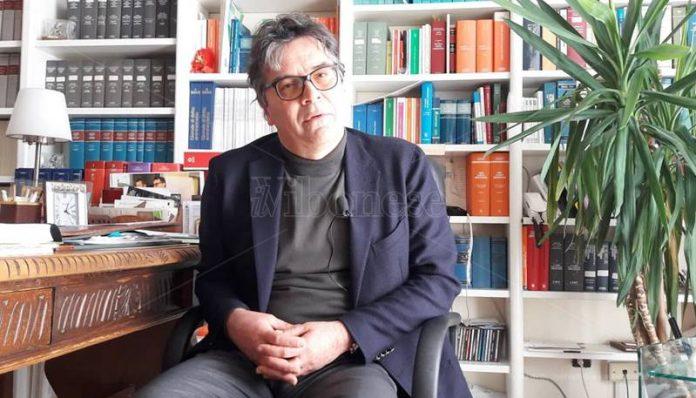 Domenico Sorace nel suo studio