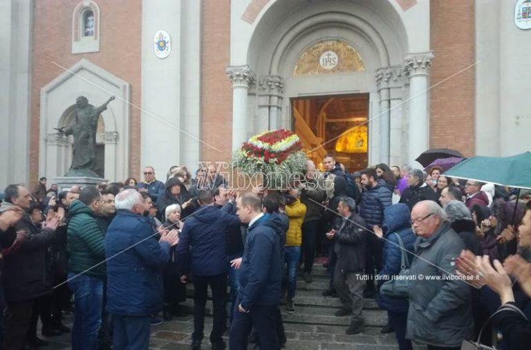 In tanti nella cattedrale di Mileto per l'ultimo saluto a Rocco Grillo