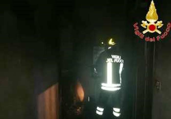Paura a Dinami, incendio danneggia abitazione