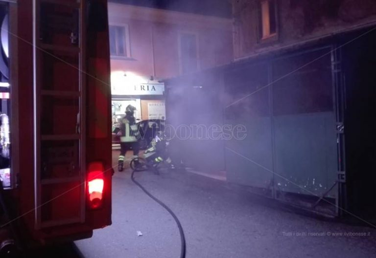Tentativo di incendio a Vibo Valentia alla frutteria dei familiari del pentito Mantella